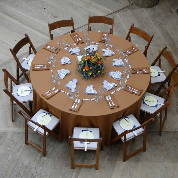 Round tables for your company event or fund raiser. Table & Chair rentals from Columbia Tent Rentals